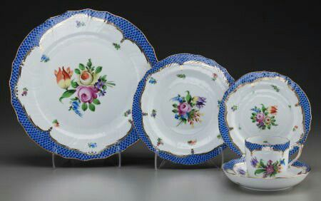 """""""Printemps Blue"""" by Herend. Combination of both the """"Printemps"""" and classic """"Fishtail (Blue)"""" designs."""