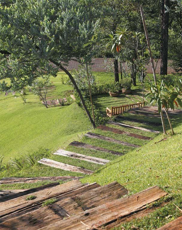 Este jardim com plantas nativas e gramado era um terreno vazio - Casa