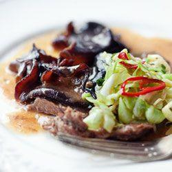 Wołowina w ciemnym sosie z imbirem i grzybami mun