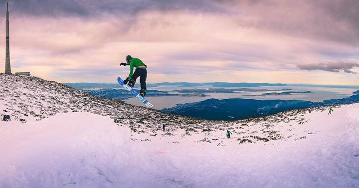 Hotels-live.com/pages/sejours-pas-chers - Just when you thought kunanyi / Mount Wellington couldn't get any more exciting! @rossgib shared this epic shot snowboarding the thick powdery slopes of Hobart's mountain after a heavy snowfall last year. While there aren't official snow-sport opportunities atop Mount Wellington Ross and his mates couldn't resist taking the opportunity to try out a novelty run along the mountain's snow-covered slopes. Tassie is home to two ski-fields at Ben Lomond…