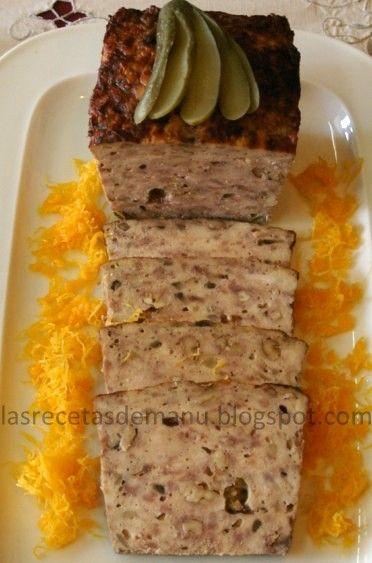 Las recetas de Manu: TERRINA DE POLLO, CHAMPIÑONES Y NUECES: 350 g pollo deshuesado y sin piel 250 g carne de cerdo picada 150 g tocino entreverado picado 75 g nueces 2 huevos 1 trufa a trocitos 1 dl de leche 150 g champiñones 1 copita de Oporto 3 cucharadas de ron sal y pimienta rosa