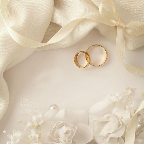 Sie haben Familie und Freunden Ihre Verlobung bekannt gegeben? Herzlichen Glückwunsch!