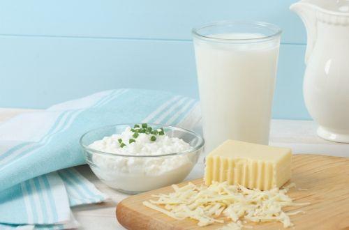 牛乳を含む乳製品はグルテンと共に炎症性食品と言われ、膨満感、ガス、腹痛、便秘、下痢などの消化器系の問題や自閉症の人の問題行動を引き起こす原因になってしまいます。カルシウムが豊富なため成長期の子供には必須アイテムのように言われますが、植物性のカルシウムを選べば良く、乳製品の持つ健康上のメリットより炎症のリスクの方が多いのです。#ヘルス・フィットネス#ヘア・ビューティー#ガーデニング#健康#Health#サプリメン#ナチュロパシー
