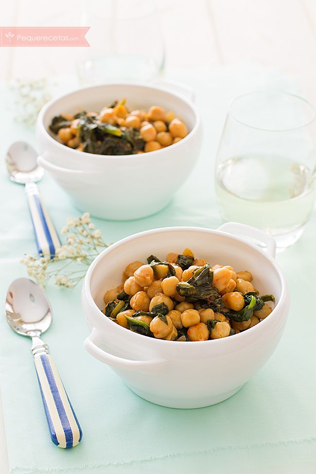Las espinacas con garbanzos con un plato de cuchara súper nutritivo. Descubre esta receta paso a paso y prepara garbanzos con espinacas.