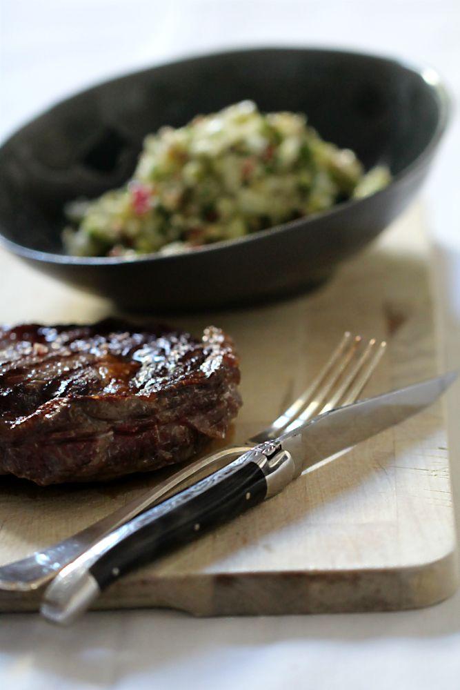 Ribeye/Entrecote/Steak aus der Grillpfanne mit Salat [raw/roh] Rohkost | Arthurs Tochter kocht – Food. Wine. Travel. Love. von Astrid Paul
