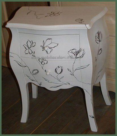 #bedside #table with #decor - Comodino bombato 2 cassetti con decorazioni stilizzate