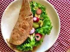 Piadina integrale o di farro vegan, facile e veloce, light, anche senza grassi, fatta in casa al rosmarino