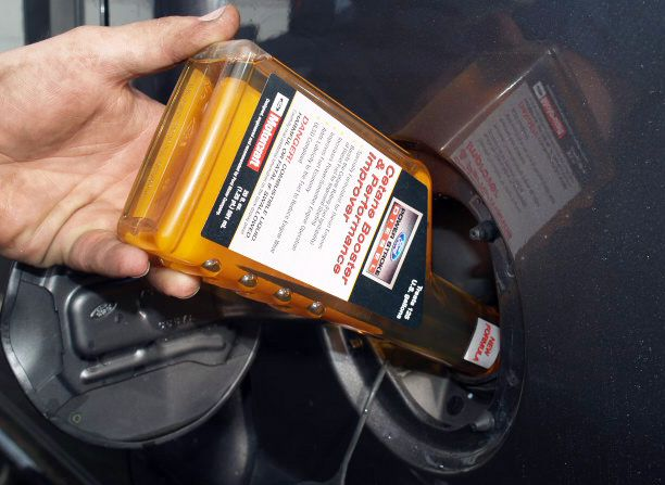 Diesel fuel additive state of the oil is decisive for not breaking the car; The oil lubricates the engine parts and prevents premature wear, poor oil status and incorrect level causes increased friction between the engine parts causing an excessive rise in temperature that can lead to flu and breakage
