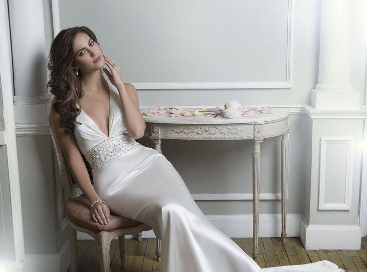 Rochia de mireasa Lillian West 6374 este croita din Luxe Charmeuse  Culori disponibile: Ivory