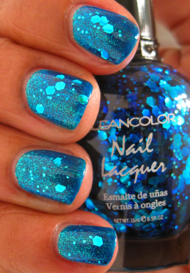 Pretty Blue Sparkly Nails