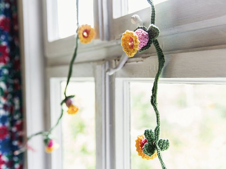 DIY-Anleitung: 3 frühlingshafte Girlanden selber häkeln / tutorial: crocheting 3 garlands for spring via DaWanda.com