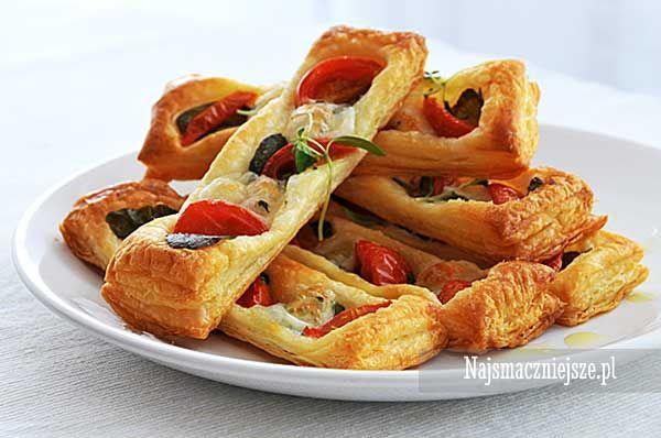 Ciasto francuskie z oregano i pomidorkami