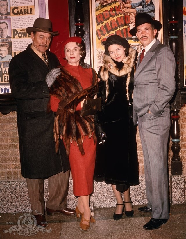 Still of Cloris Leachman, Ben Johnson, Warren Oates and Michelle Phillips in Dillinger