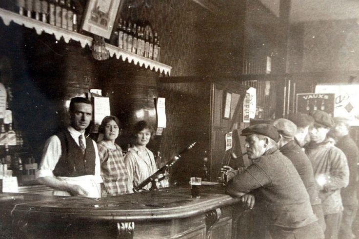 The Highlander pub, North Shields, early 20th Century