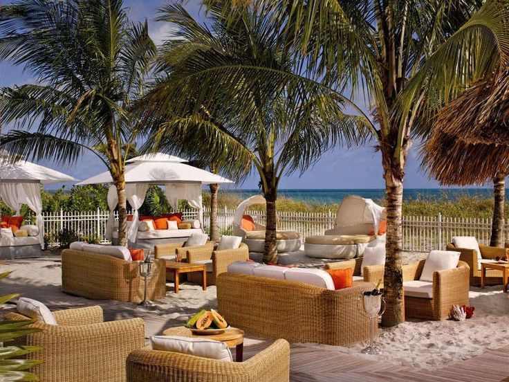 The Ritz-Carlton, Key Biscayne is Miami's island oasis. Located just five miles from downtown Miami, it has an international island feel reminiscent of the Caribbean or the South of France:• Destination spa and ...