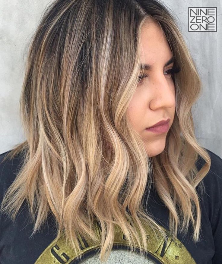 Summer sparkles by #901artist @ambahhh! #blonde #lob #shorthair #highlights #balayage
