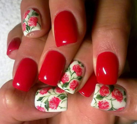 uñas rojas con flores