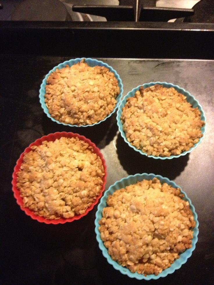 Krokante appeltaartjes, erg populair hier in huis, aangepast recept, maar weet niet meer van welke website.