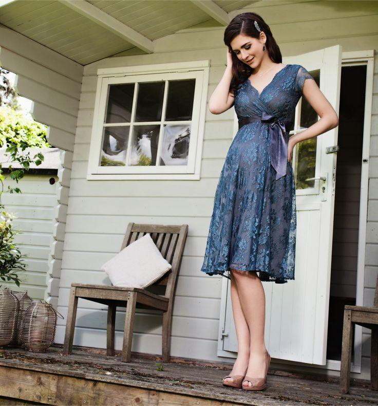 Zwangerschaps partydress Eden caspian blue short dress - Trouw- en Feestkleding - Zwangerschapskleding - BellyFashion.nl