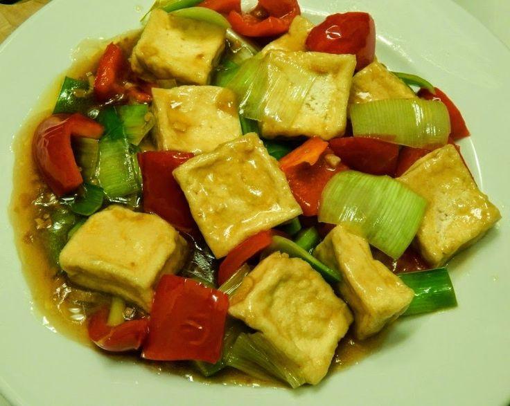 Tofu Stir Fry  -  Vegan Recipe http://vegancurryzone.blogspot.cz/2015/03/tofu-stir-fry.html