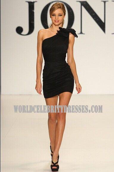 24 besten Miranda Kerr red prom gown with sequins at Jones Spring ...