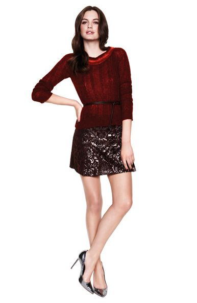 This season dress festively with shimmering damask and a Christmas red sweater. www.gotha.it