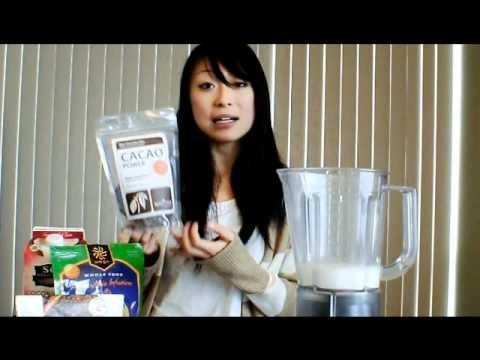 Nutritionist Wei makes a delicious healthy and protein filled coconut milk chocolate smoothie. www.optimallynourished.com