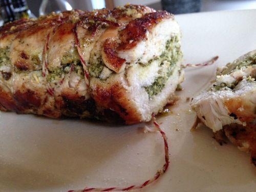 Deze gevulde rollade is een lust voor het oog, zeer smaakvol en nog verantwoord ook! Het ideale hoofdgerecht voor de kerst!