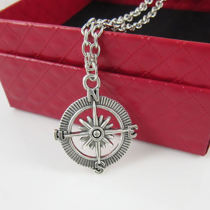 Elegant Charm Pendant Vintage Retro compass Silver Necklace For Men Or Women