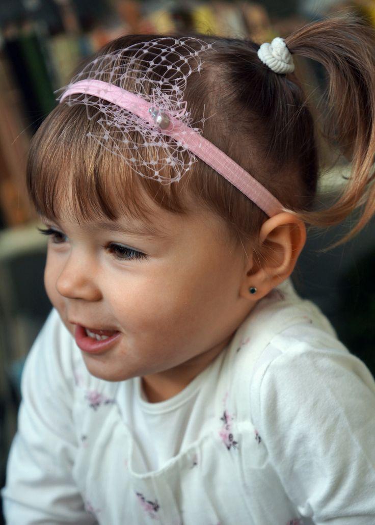 różowa opaska z woalką http://yokodesign-fascynatory.pl/kategoria-produktu/dla-dzieci/