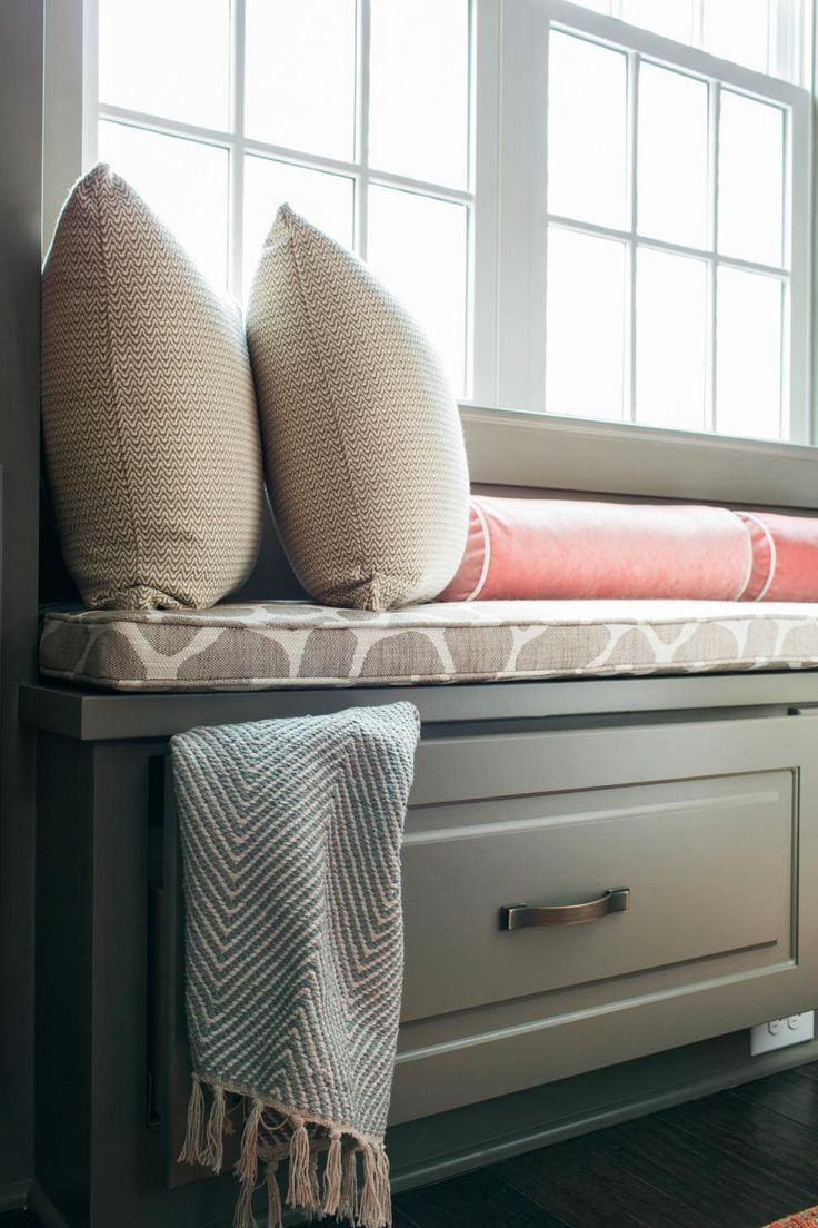 Cushioned window bench and bookshelf hgtv - 128 Best Kitchen Window Seat Images On Pinterest Window Home And Architecture