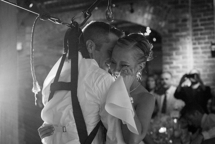 신부와 춤을 추기 위해 일어선 하반신 마비 환자(사진, 동영상)