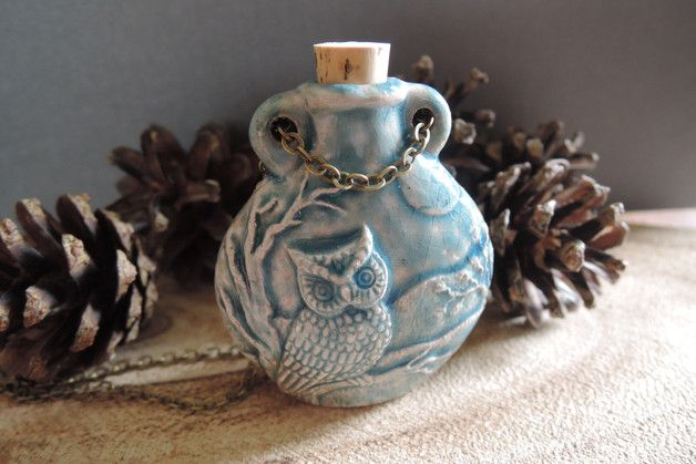 Essentie olie keramische Sieraden parfumflesje leuke schattig sneeuwuil geschenk. Deze prachtige handgemaakte raku keramiek fles heeft een schattig sneeuwuil reliëf ontwerp aan beide kanten. De...