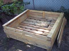 Pallet garden box ... this seems kinda genius to me.  Finally, a cheap version of raised gardening!
