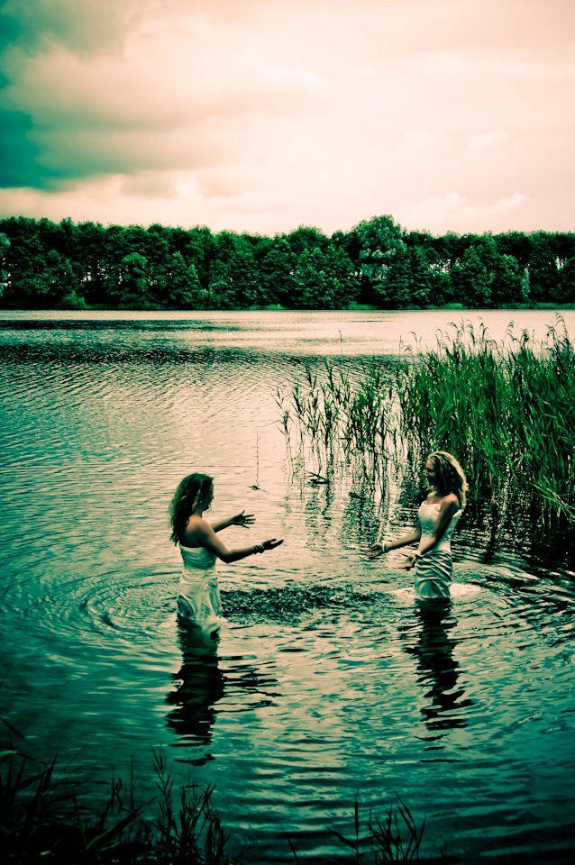 #trashthedress #weddingdress #water #wetdress #blijdestijn #Meppel #bestfriendsfotoshoot #nature