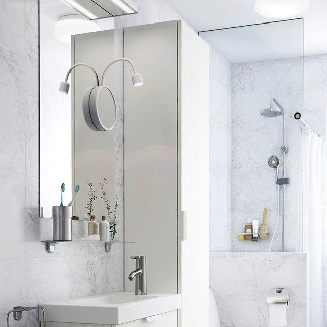 Нанести макияж легче, если у вас есть увеличительное зеркало с подсветкой. А если она светодиодная (например, как у зеркала БЛОВИК), у вас получится экономить не только время на сборы, но и электроэнергию! 😏 На фото: светодиодное бра с зеркалом БЛОВИК (1299.-) #IKEA #ИКЕА #ИКЕАРоссия #будьтетакдома