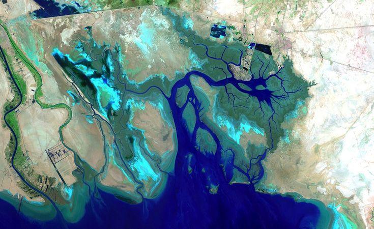 La parte finale, a nord, del Golfo Persico, ai confini con Iraq e Iran, dal satellite Landsat 7 - luglio 2012 (foto: ESA)