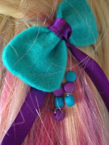Bow-shaped hairpin 1.