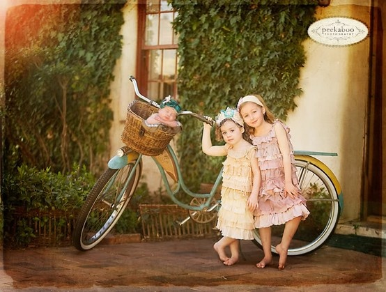 Cute family picture idea.Pictures Ideas, Sisters Pics, Photos Ideas, Families Pictures, Newborns Baby, Darling Photography, Siblings Pictures, Children Photography, Photography Ideas