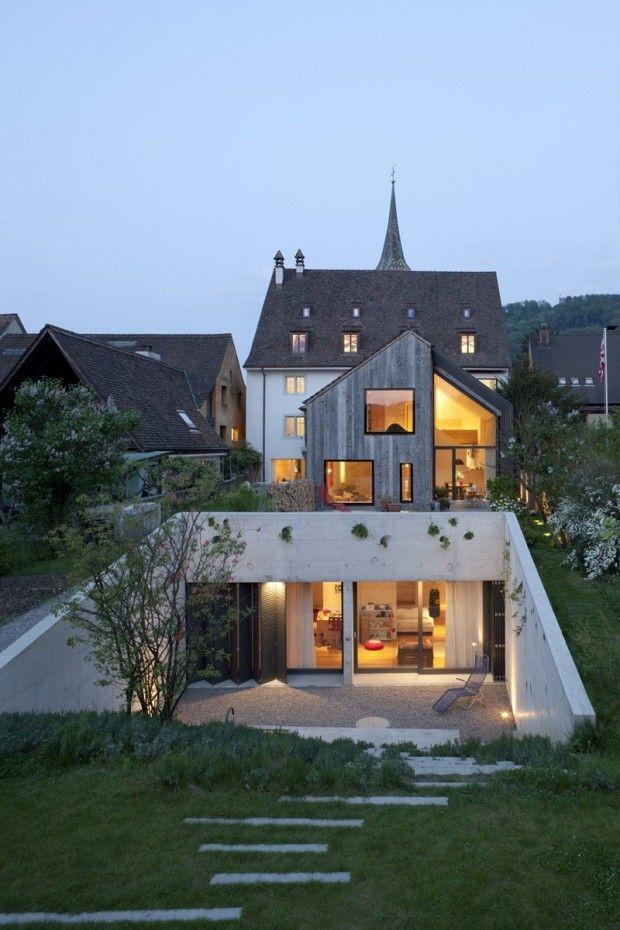 Oppenheim Architecture + Design vient d'achever la rénovation et l'extension d'une ferme construite en 1743 à Muttenz en Suisse, afin d'inclure un bureau e