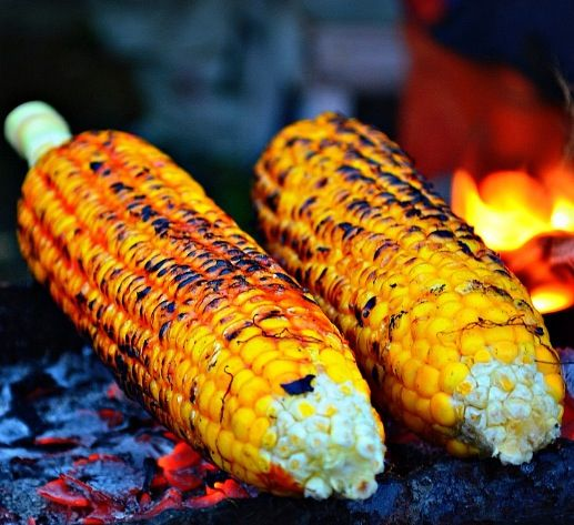 jagung bakar • sweet corn cob roasted • baked • over hot coals • can be basted with sambal • chilli relish • Indonesia • makan malam • street food • savoury • riawati • cropped photo by EffendyDW June 2013 @ Flickr • Indonesian food • savoury