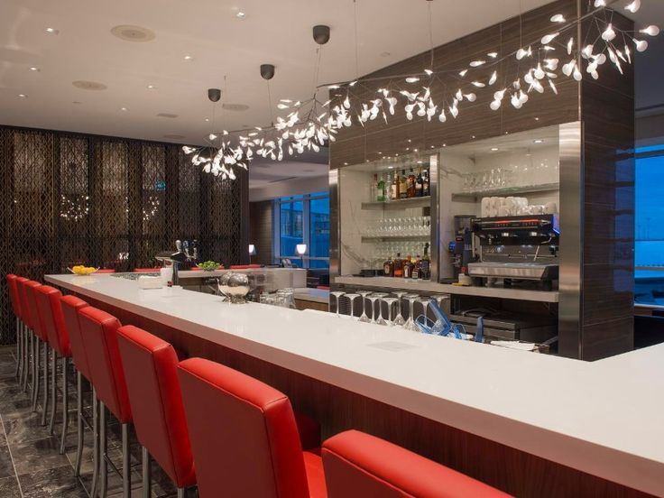 Air Canada has opened a new two-story international Maple Leaf Lounge at Vancouver airport (YVR) with a new decor, hot food, and shower suites.