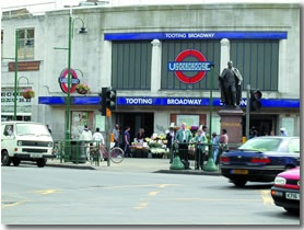 Yet another move - this time Tooting Broadway Hebdon Road,  in the cheapest rental I ever had in London.  It was horrible, only lasted a few months there.