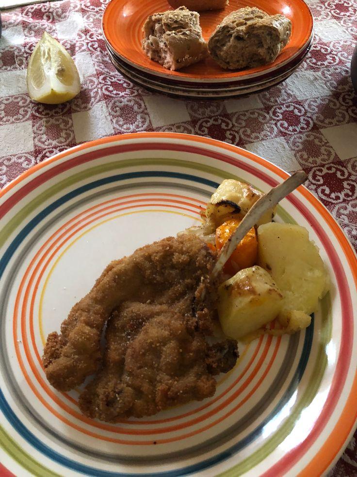 Cotoletta di agnello con patate e carote