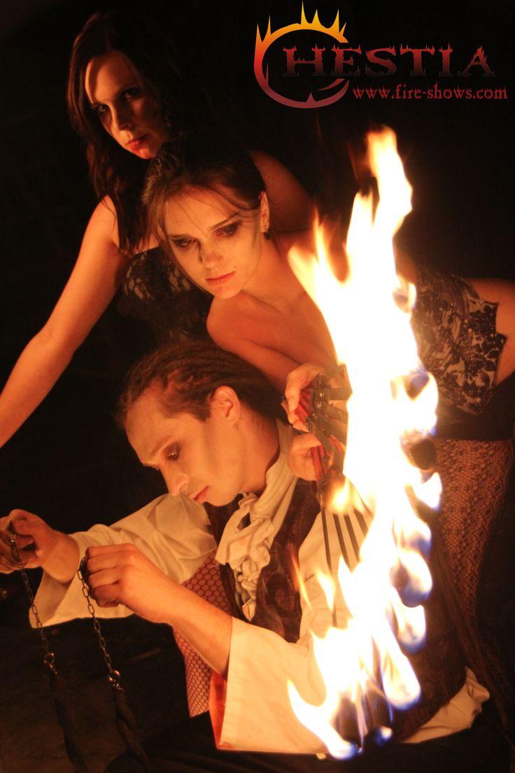 fire show, fire dance, fire juggler, fire juggling,fire fans,fire poi, vampire makeup , feuertanz