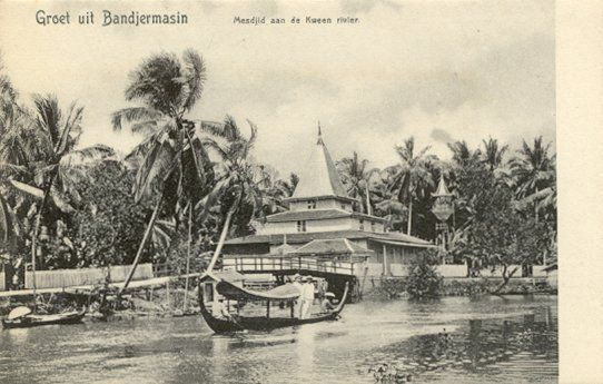 Moskee aan de Kween rivier in Bandjermasin circa 1900.