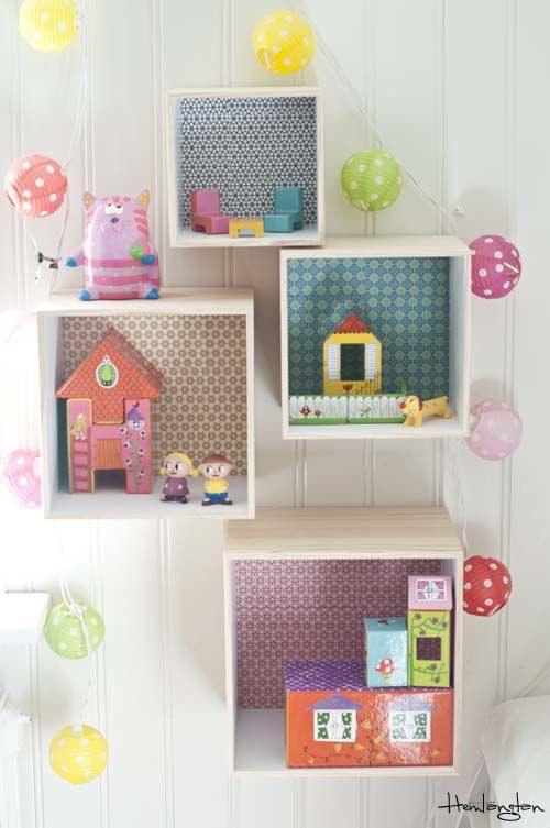 Cute idea to decorate some small wooden boxes for walls in children's rooms. (link is in Spanish)