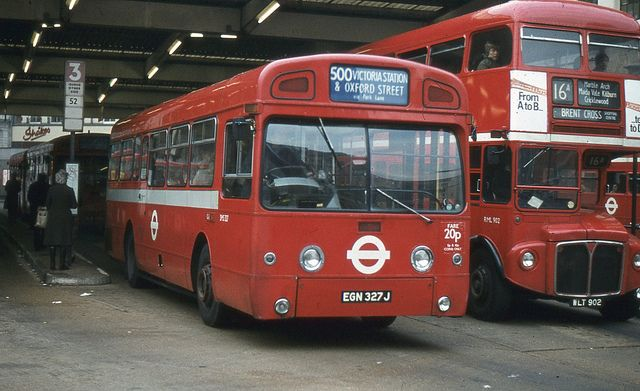 London Transport . SMS327 EGN327J . Victoria Bus Station . 08th-January-1981 . | Flickr - Photo Sharing!