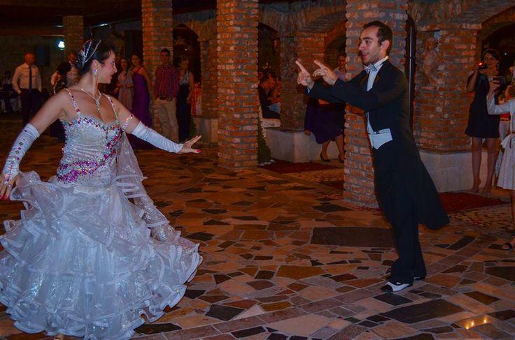 http://www.lotusdance.ro/dansatori-evenimente/ Dansatori profesioniști evenimente