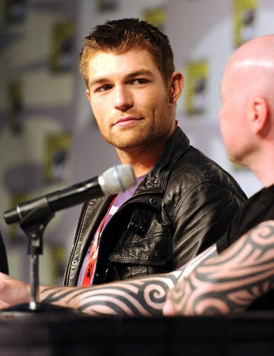 Liam McIntyre taking over the role of Spartacus after the sad death of Andy Whitfield. Seen here with series creator Steven DeKnight at Comicon